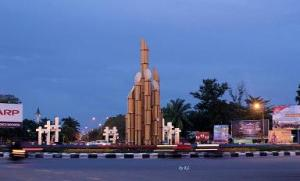 Degulis Monument at Tanjungpura University Round About: Photo By Kristina Linda