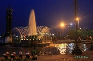 Kapuas Fountain at the Heart of Pontianak: Photo by Kristina Linda